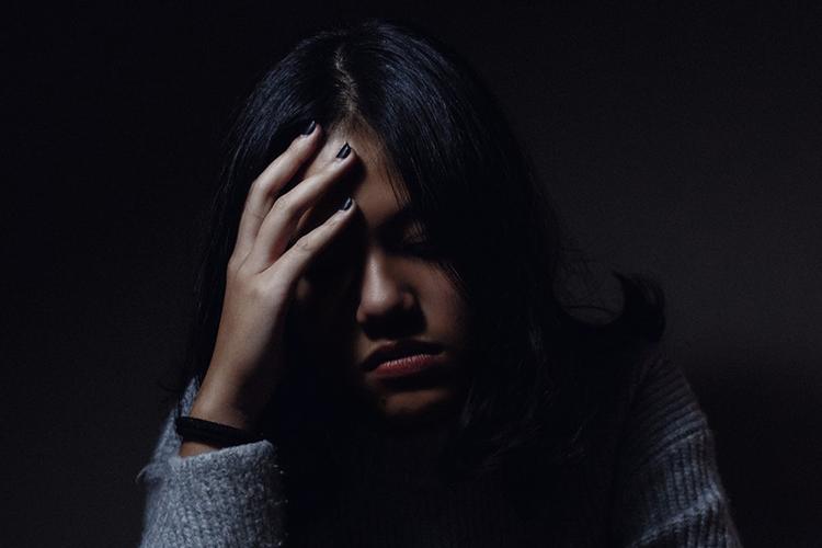 Apaiser les migraines et les nausées avec les huiles essentielles